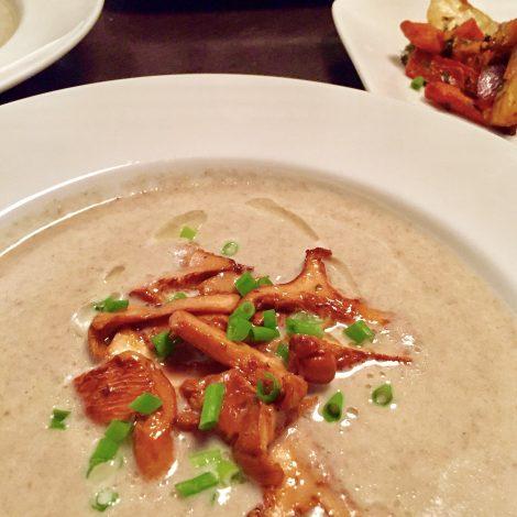 Créme de Champignons et Chanterelles / Cream of Mushroom Soup